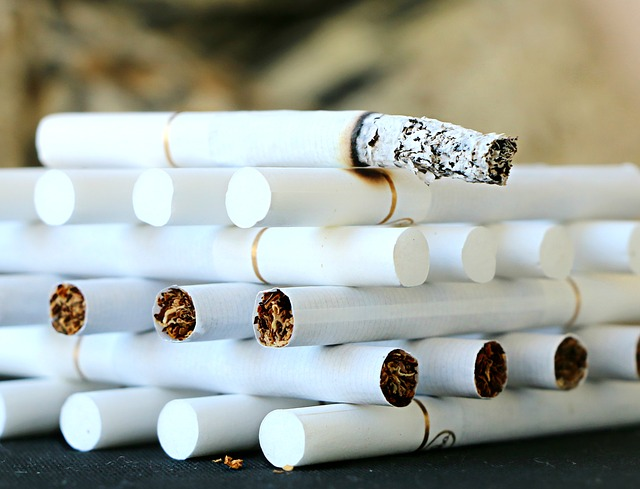 hořící cigareta