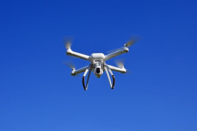 bílý dron